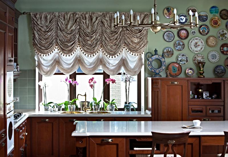 Дизайн и пошив по индивидуальным размерам всех видов штор. Продажа жалюзи, карнизов и тканей со склада в Москве
