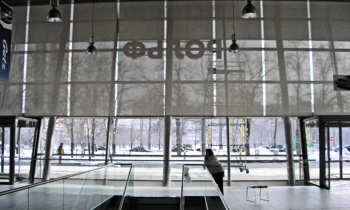 Рулонные шторы на электроприводе. Продажа автоматизированных жалюзи, электрокарнизов для штор в Москве.